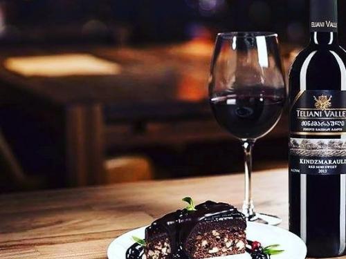 Вино Teliani Valley Киндзмараули красное полусладкое 750 мл