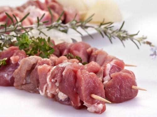 Шашлык из свиного ошейка в маринаде