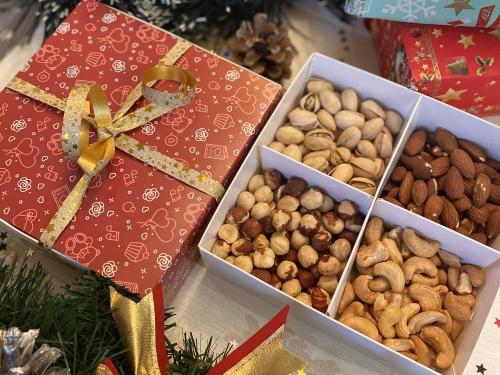 Подарочный набор «Царь Орех» 400 грамм /красная коробка
